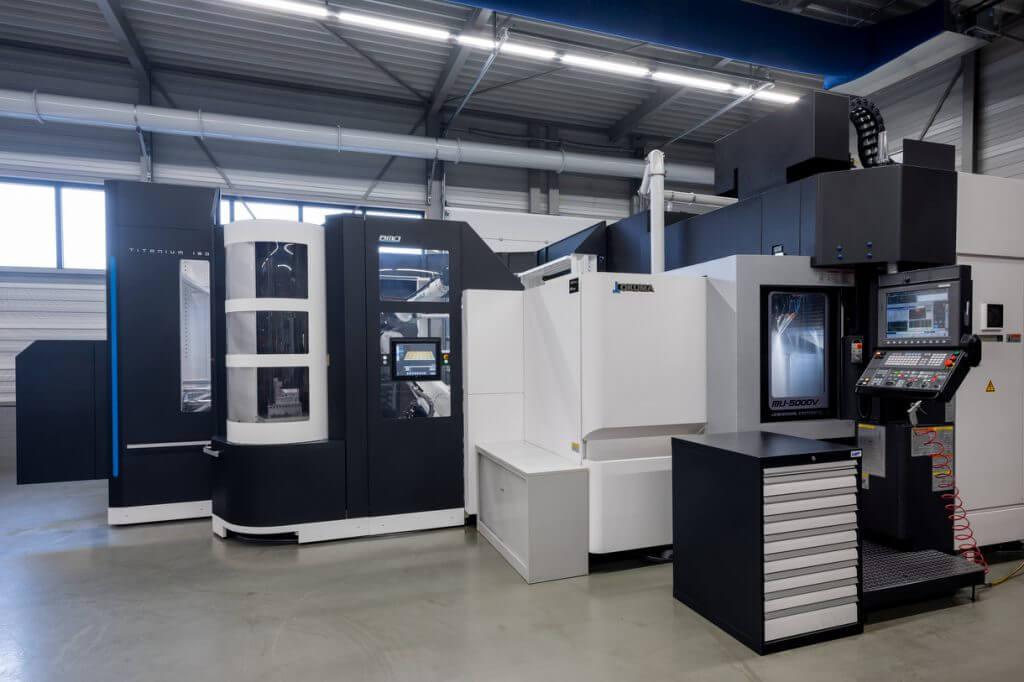Robot machine tending of Okuma CNC machines - BMO Automation
